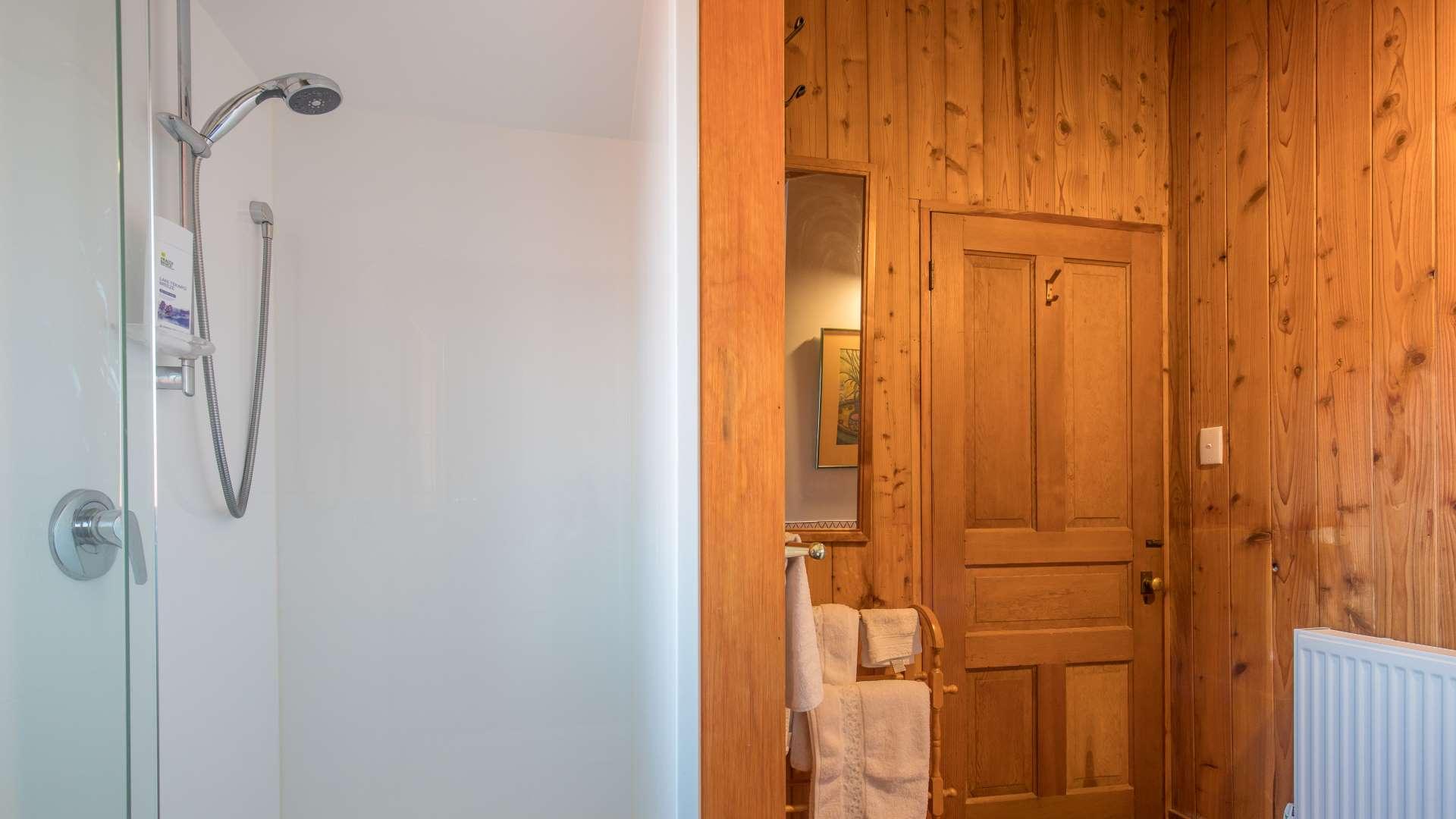 Wanaka Stonehouse Lodge - Cardrona Room Ensuite